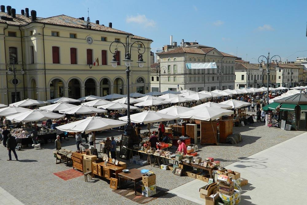 Mercatino di montebelluna mercatini delle dolomiti agordine for B b mobili montebelluna